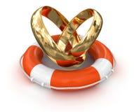 Anéis de ouro e boia salva-vidas (trajeto de grampeamento incluído) Fotografia de Stock Royalty Free