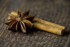 anis på en träbakgrund i varma färger Royaltyfria Bilder