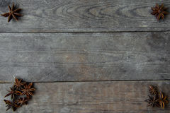 anis på träbakgrund Royaltyfria Bilder