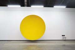 Anish Kapoor的陈列我的红色家园 艺术品风雨棚 库存图片