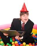 Aniversário do homem de negócios com portátil. Imagens de Stock