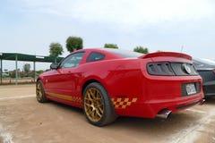 Aniversário vermelho de Ford Mustang 50th em Lima imagem de stock royalty free