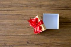 aniversario feliz Chri de la tarjeta de felicitación del día de fiesta de la Navidad de la caja de regalo Imágenes de archivo libres de regalías