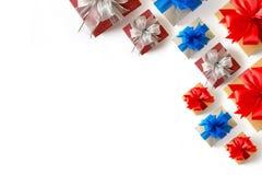 aniversario feliz Chri de la tarjeta de felicitación del día de fiesta de la Navidad de la caja de regalo Fotos de archivo libres de regalías