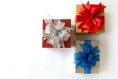 aniversario feliz Chri de la tarjeta de felicitación del día de fiesta de la Navidad de la caja de regalo Imagen de archivo libre de regalías