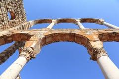 Anjar: De trefaldiga bågarna av Royal Palace (Libanon) Royaltyfri Foto