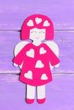Anjo agradável no fundo de madeira lilás Fotos de Stock