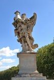 Anjo com a coluna em Roma, Itália Foto de Stock