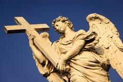 Anjo com a cruz Fotografia de Stock Royalty Free
