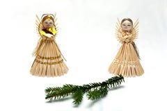 Anjo da palha com filial spruce Imagem de Stock Royalty Free