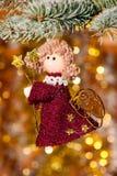 Anjo do Natal na filial de árvore do abeto Imagem de Stock
