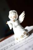 Anjo do Natal que joga a flauta foto de stock royalty free