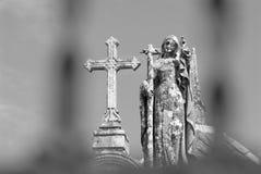 Anjo e cruz Imagens de Stock Royalty Free