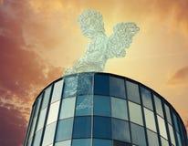 Anjo no negócio contra o céu azul foto de stock royalty free