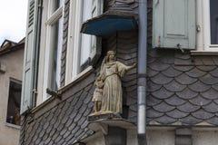 Anjo no telhado Limburgo, Alemanha Imagens de Stock
