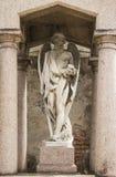 Anjo que guarda as sepulturas dos mortos Imagens de Stock Royalty Free