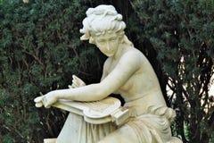 Anjo que joga uma harpa imagens de stock royalty free