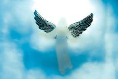 Anjo que olha para baixo do céu imagens de stock