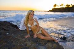 Anjo 'sexy' que sorri na praia Foto de Stock Royalty Free
