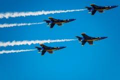 Anjos azuis que penduram para fora Foto de Stock Royalty Free