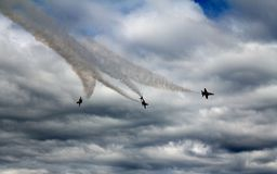 4 anjos azuis que racham com fumo Foto de Stock Royalty Free
