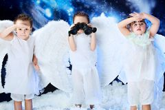 Anjos com binocular Fotos de Stock Royalty Free