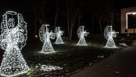 Anjos do Natal em um fundo preto Fundo Fotos de Stock Royalty Free