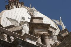 Anjos e cúpula na igreja do alto do EL de Apaseo Imagens de Stock Royalty Free