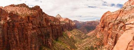 Anjos que aterram 2 em Zion National Park imagem de stock royalty free
