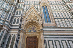 Ankündigungsmosaik, geschnitzte gemeißelte Engel auf Porta-della Mando Stockfotos