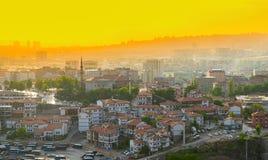 Ankara, czerwiec 16 2019/: Tradycyjni turecczyzna domy z Haci Bayram meczetem w zmierzchu obraz stock