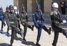 ANKARA, DIE TÜRKEI - 5. MAI 2015: Foto des Wachwechsels der Ehre am Mausoleum von Ataturk stockfotos