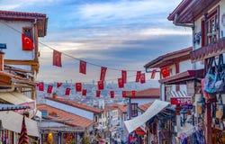 Ankara, luty 02 2019/: Turystyczny sąsiedztwo dla robić zakupy wokoło Ankara kasztelu obraz royalty free