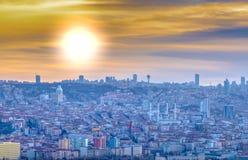 Ankara/Turkiet-Februari 02 2019: Cityscapesikt från den Ankara slotten i solnedgången royaltyfri foto