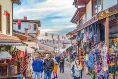 Ankara/Turkiet-Februari 02 2019: Touristic grannskap för att shoppa runt om den Ankara slotten arkivbilder