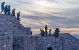 Ankara/Turkije-Februari 02 2019: Mensen die op de bovenkant van het Kasteel van Ankara genieten van royalty-vrije stock afbeeldingen