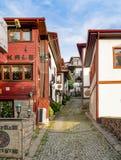 Ankara/Turkije-Juni 16 2019: Traditionele Turkse huizen rond het Kasteel van Ankara stock fotografie