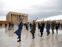 ANKARA, TURKIJE - Maart 10, 2017: Militairen die in Anitkabir marcheren Stock Afbeelding