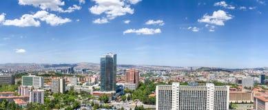 Ankara/Turkije-mag 15 2019: Satellietbeeld van de onlangs gebouwde Turkse Statistisch Instituutstuik bouw met cityscape royalty-vrije stock fotografie