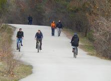 Ankara, Turquía 30 de enero de 2018: Gente que camina y biking imagenes de archivo