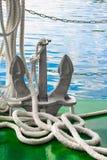 Ankare och vitt nautiskt rep royaltyfri foto