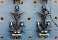 Ankaren av kryssaremorgonrodnaden Arkivbild