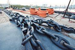 Ankarkedja på skeppdäck Arkivbild