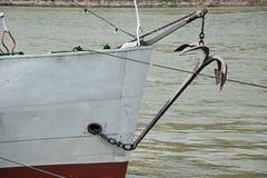 Anker des touristischen Bootes Stockfotos