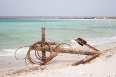 Anker die op het strand liggen Stock Fotografie