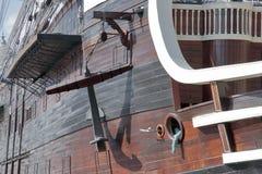 Anker im Rumpf eines alten Kriegsschiffes lizenzfreie stockbilder