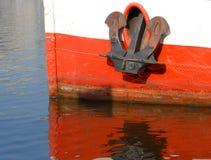 Anker op rivierboot stock fotografie