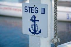 Anker-Schild an Jachthafen Fehmarn - Deutschlands Stockfoto