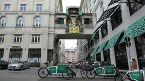 Ankeruhrklok in Wenen stock videobeelden