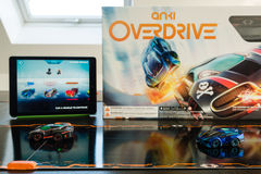 Anki Overdrive - carreras de coches modernas del juguete Imagen de archivo libre de regalías